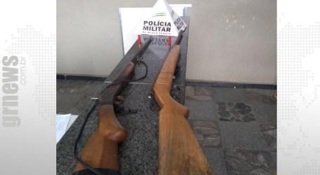 Após denúncias, espingardas são apreendidas em sítio em Torneiros