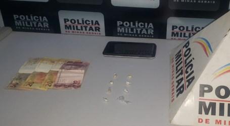 PM apreende crack e prende jovem suspeito de tráfico em Pompéu