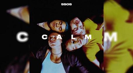 """5 Seconds of Summer apresenta o álbum """"C A L M"""" nas plataformas digitais"""