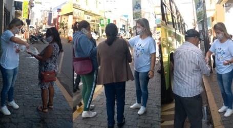 Paraminenses que utilizam transporte coletivo recebem orientações sobre uso de máscaras dentro dos ônibus