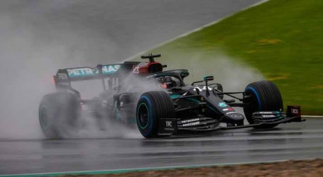 Hamilton supera forte chuva e larga pole position no GP de Estíria