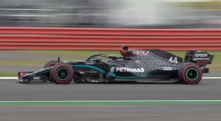 Mercedes domina treinos livres para GP dos 70 anos da F1