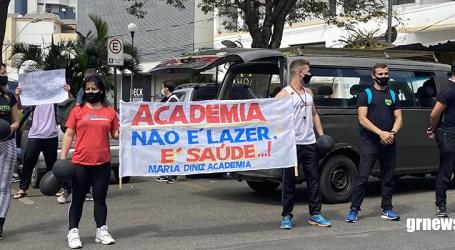 Profissionais indignados protestam no Centro de Pará de Minas contra o fechamento de academias
