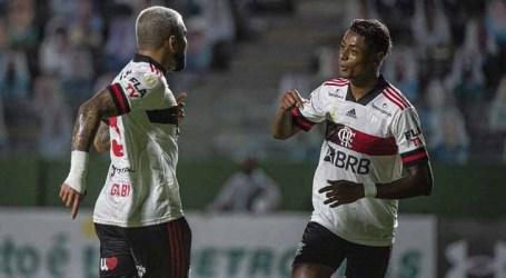Flamengo derrota o Goiás e entra no G-4