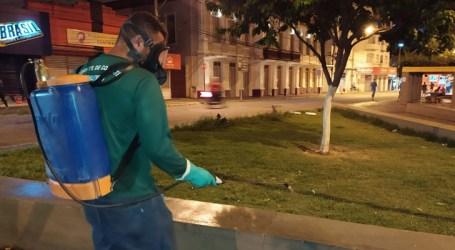 Pará de Minas desinfeta espaços públicos usando água sanitária como prevenção ao novo coronavírus