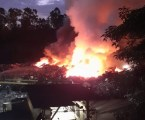 Corpo de Bombeiros combate incêndio em área de processamento de sucatas da Gerdau em Divinópolis após 18 horas de trabalho