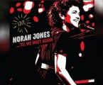 A premiada estrela Norah Jones lança seu primeiro álbum ao vivo