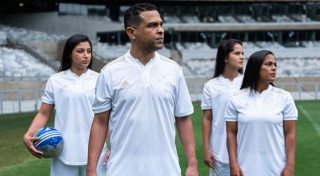 Camisa branca do ano do centenário é revelada oficialmente pelo Cruzeiro