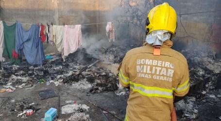 Casa abandonada pega fogo em Lagoa da Prata; local era invadido por moradores de rua
