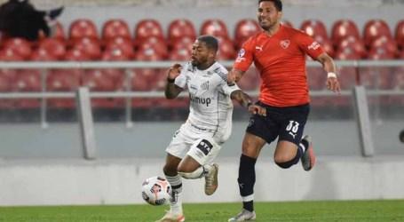 Santos empata com Independiente e avança na Sul-Americana