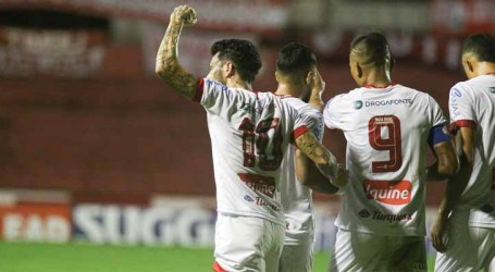 Náutico bate o Brasil de Pelotas e segue líder na Série B