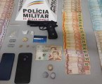 Quatro presos após denúncia anônima; PM apreende drogas, dinheiro e réplica de pistola em Pará de Minas