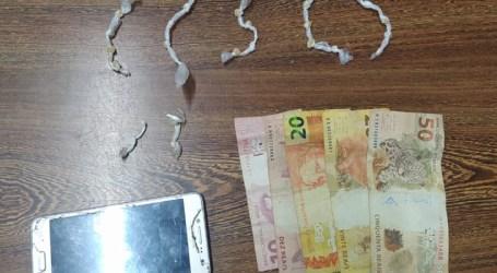 Jovem preso em Perdigão com pedras de crack, dinheiro e celular