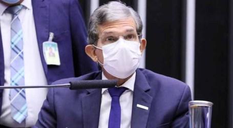 Presidente da Petrobras diz que empresa atua para não repassar a volatilidade momentânea de preços