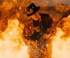 """Santana, Diane Warren e G-Eazy apresentam uma paixão explosiva no clipe """"She's Fire"""""""