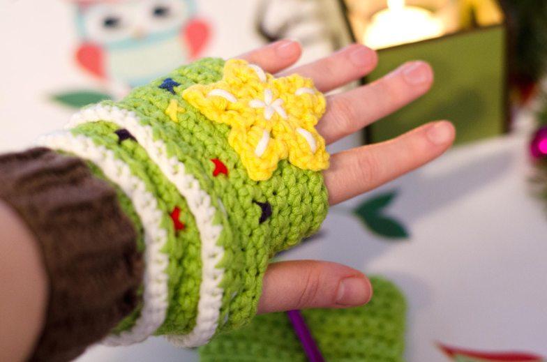 Crochet Christmas Tree Mittens