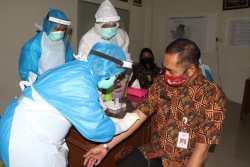 Walikota Solo Rudyatmo Minta Warga Tidak Perlu Takut Ikuti Rapid atau Swab Test Corona