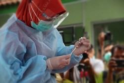Hari Ini Pemerintah Mulai Vaksinasi Covid-19 untuk Penerima Lansia, Prioritas Tetap Tenaga Kesehatan. BPOM Izinkan Pakai Vaksin Sinovac
