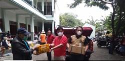 Warga Terdampak Banjir Tanggul Ambrol Sungai Gelis Terima Bantuan Logistik dari BPBD Jateng