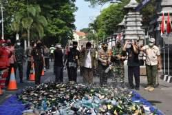 4.727 Botol dan 3 Jerigen Miras Hasil Sitaan Operasi Bulan Ramadhan di Wilayah Demak Dimusnahkan
