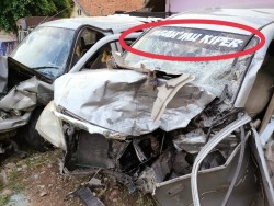 Gegara Sopir Ugal-ugalan, Mazda Double Cabin Gasak Xenia. 3 Tewas Termasuk Bocah Kecil