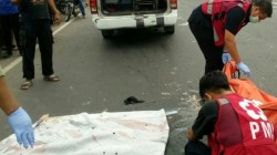 Wanita Pemotor Ini Ngglangsar Diseruduk Mobil dari Belakang. Akhirnya Tewas di Lokasi Kecelakaan