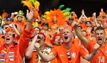 oranje-krijgt-steun-van-3000-supporters-1024x576