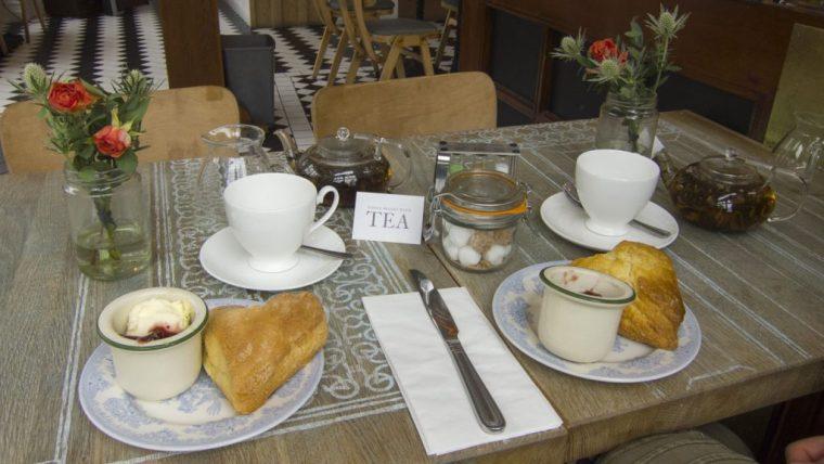 Tea with scones