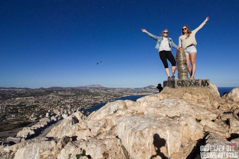 Zusjes op de top van de rots van Calpe