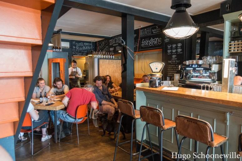 Het industriële interieur van Het Weeshuys in Zwolle: restaurants om lekker te eten in Zwolle.