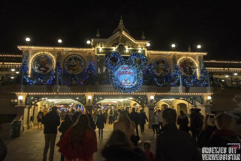 Kerst in Disneyland Parijs: welkomstbord bij de trein