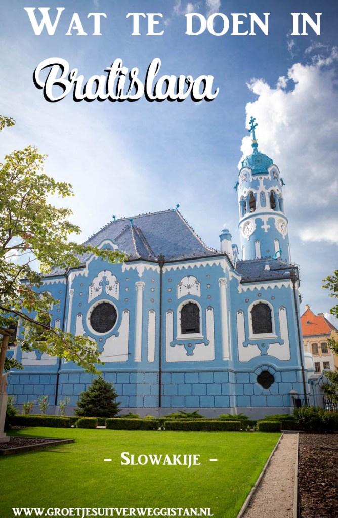 Pinterestafbeelding: wat te doen in Bratislava met een foto van de Blue Church