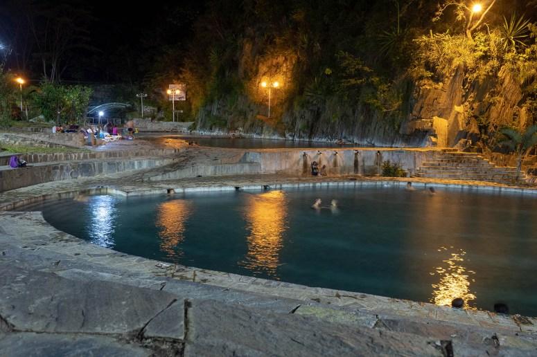 Verschillende thermale baden aan het einde van de tweede dag van de Inka Jungle Trek