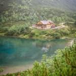 Wandelen in het Tatragebergte: route naar het groene meer Zelene Pleso in Slowakije