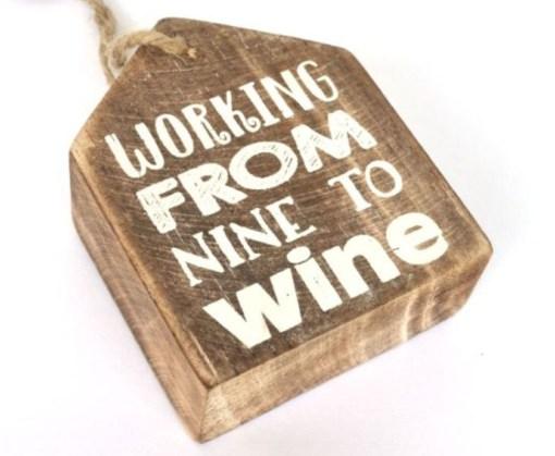 houten hanger from nine to wine