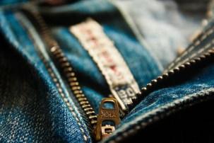 zipper sound