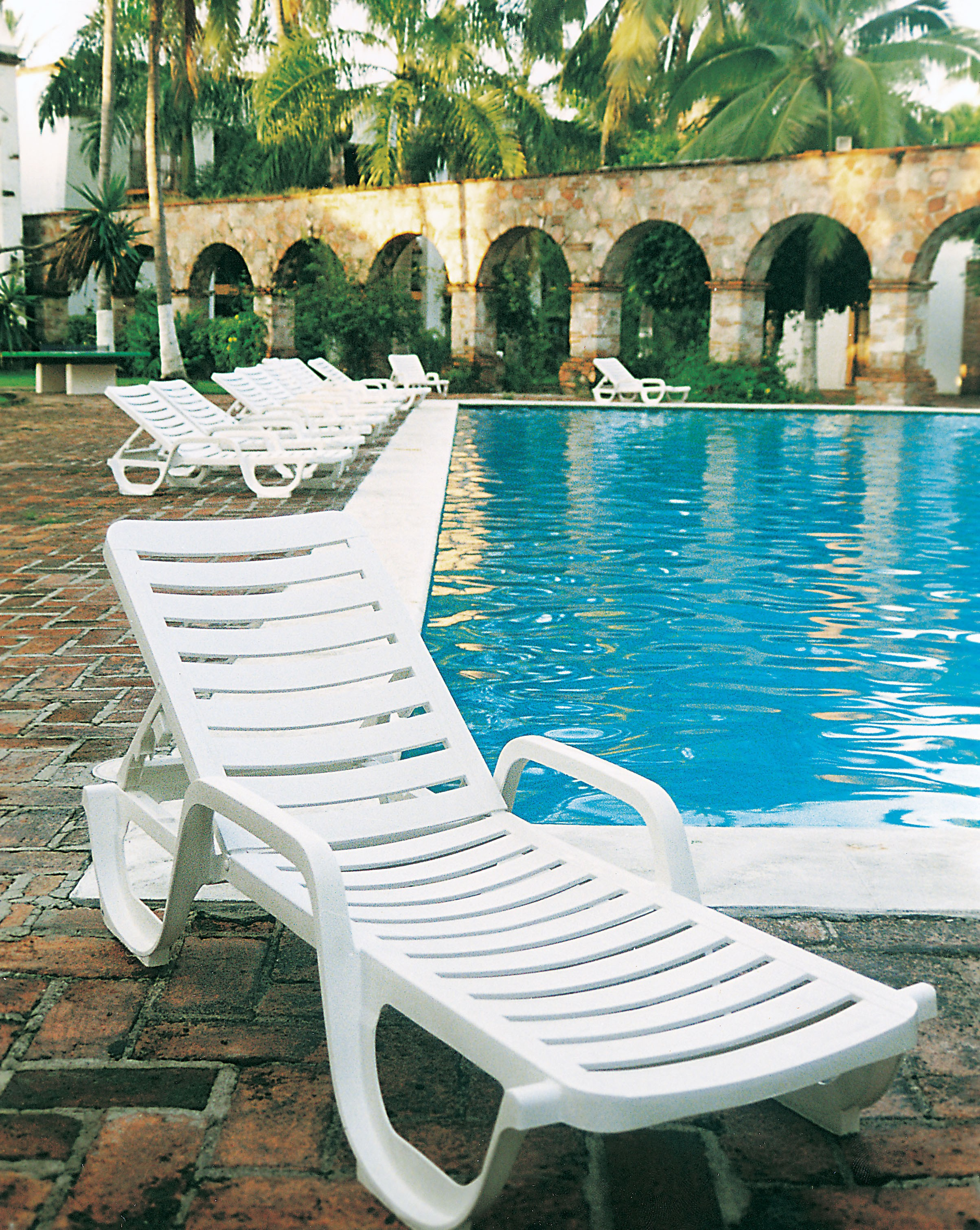 Commercial Pool Lounge Chairs Bahia Chaise White