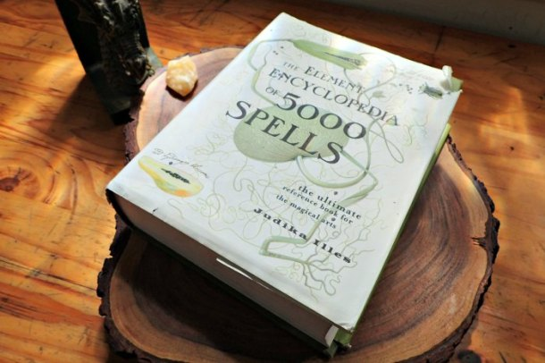 element encyclopedia of 500 spells review
