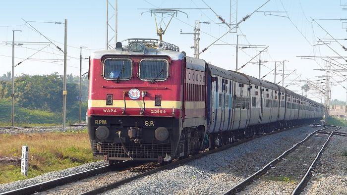 पूजा स्पेशल ट्रेन आज से शुरु, देखिए किस रुट पर कौनसी ट्रेन