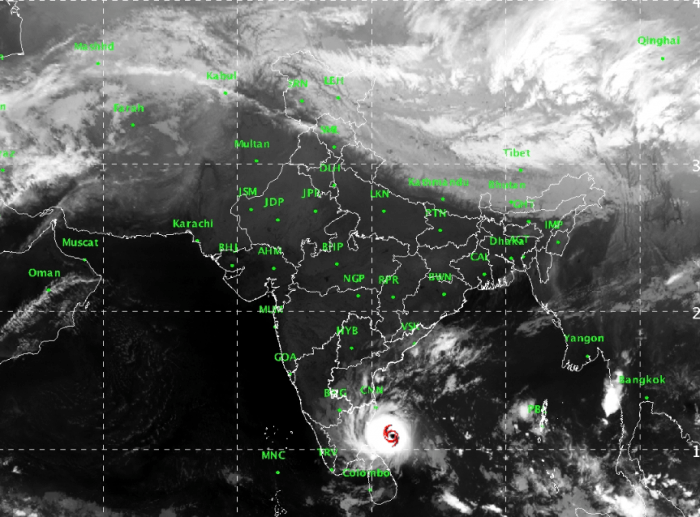 Cyclone Gaja to make landfall by midnight, Tamil Nadu gears for heavy  rainfall • TOP STORY groundreport.in