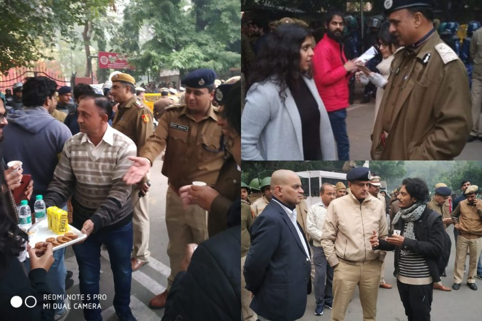 CAA NRC CAB Protest Delhi Police Officers interacting with the protestors Offering tea biscuit water