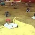 जयपुर : 'ज़मीन समाधि सत्याग्रह' करने पर क्यों मजबूर हुए किसान ?