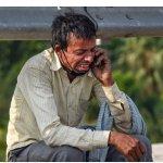 प्रवासी मजदूर की आपबीती सुन पिघला लुटेरों का दिल, लूट के 5,000 रुपये देकर कहा- पैदल मत जाना, बच्चों को खाना खिला देना