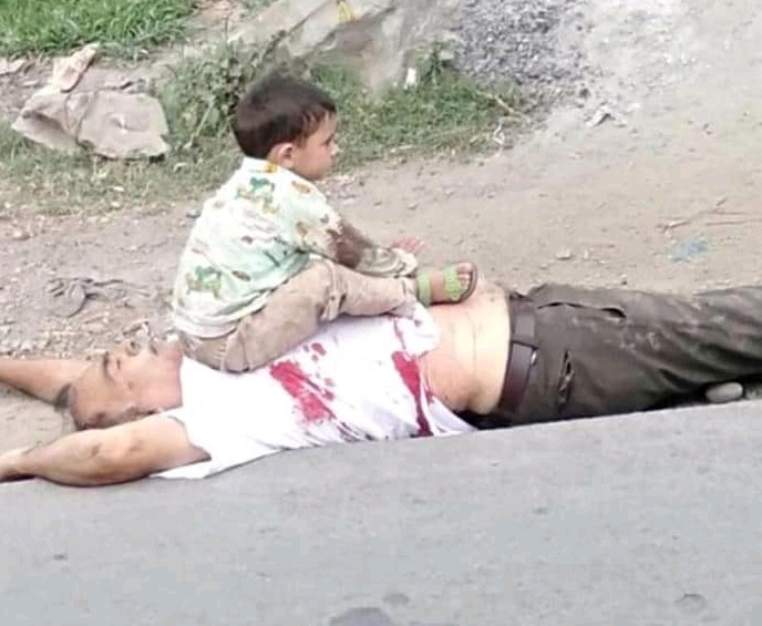 Sopore child and grandhfather heart wrenching pictures