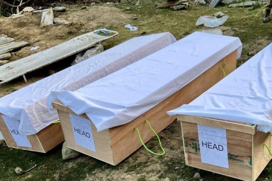 सेना द्वारा 'फ़र्ज़ी एनकाउंटर' में मारे गए तीन युवकों के शव क़ब्र से निकालकर परिवार को सौंपे गए..