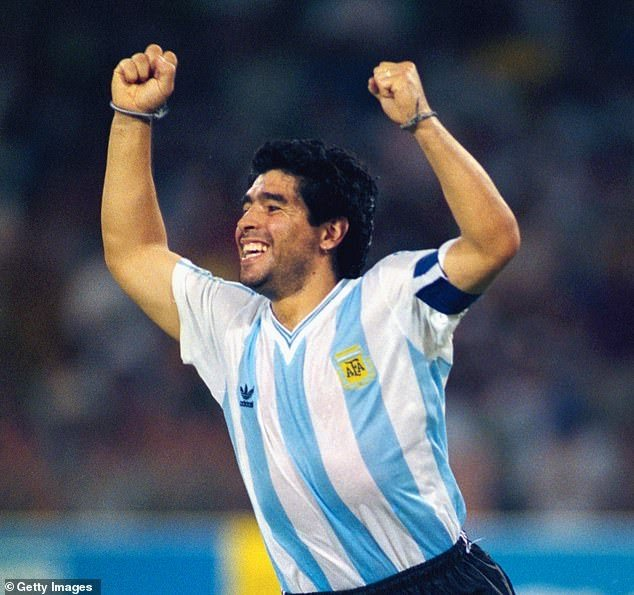 Famous footballer Diego Maradona no longer, dies at age 60 • ENGLISH  groundreport.in