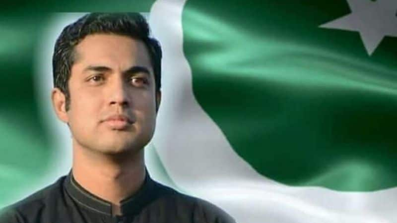 Pakistani TV presenter Iqrar Ul Hassan praised India