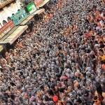 महाकुंभ में भारत सरकार का 'वीडियो कंपटीशन' और देश में कोरोना का तांडव