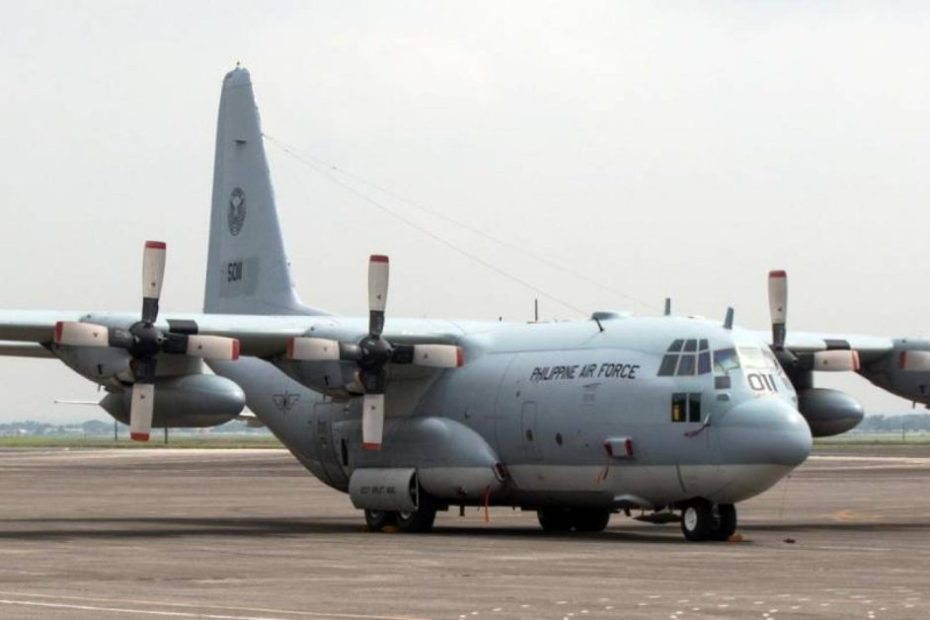Military plane crashes in Philippines