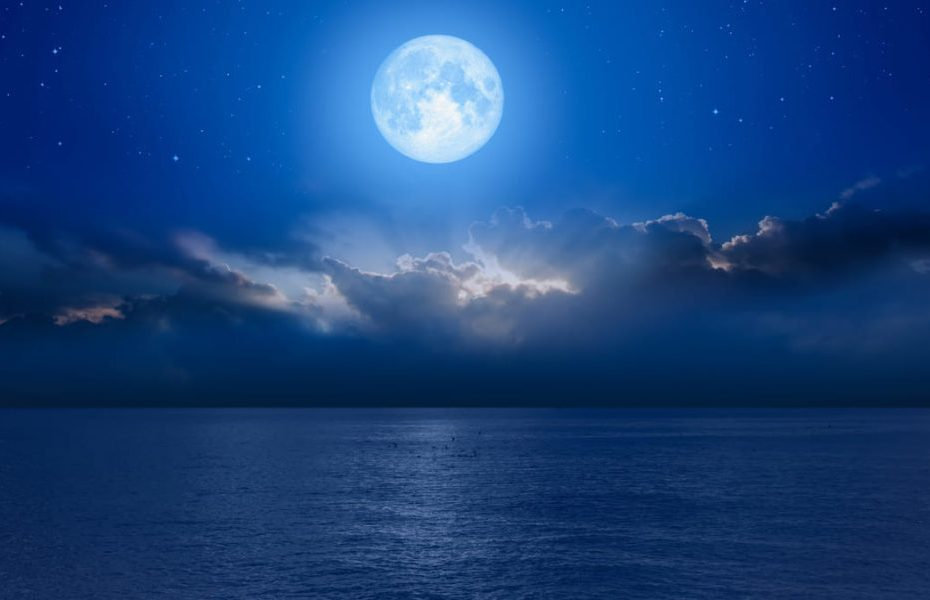 Moon and the sea